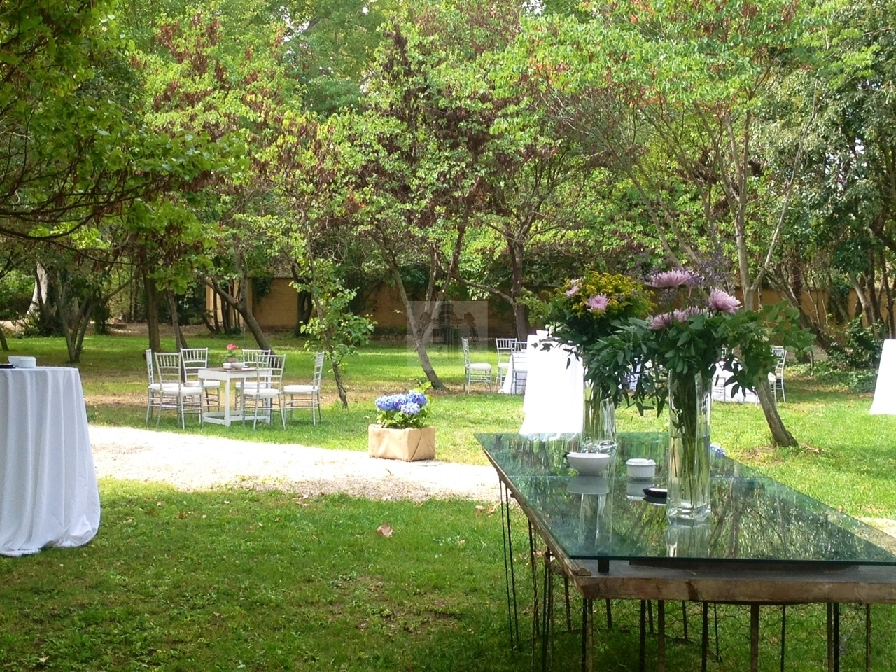 Jardines cercanos al comedor acristalado