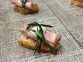Roast beef con mostaza en pan de cristal